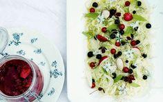 Fennikelsalat med bær og sommerurter