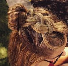 Half-up messy bun w/