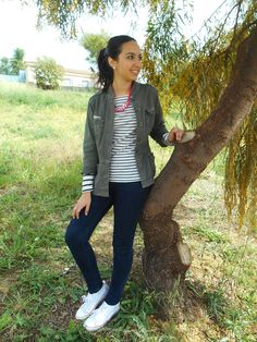 http://unachicasual.blogspot.com.es/2015/04/casual-stripes.html  look, ootd, outfit, inspiration, ideas, spring, stripes, navy, shirt, jacket, jeans, blue, white, sneakers, necklace, fucsia, pink, girl