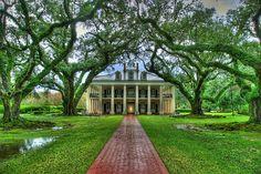 I love plantation houses.