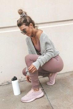 Workout outfit ideas for winter. Leggings Outfit Winter, Legging Outfits, Sporty Outfits, Athletic Outfits, Mode Outfits, Athletic Wear, Yoga Pants Outfit, Gym Pants, Athletic Clothes