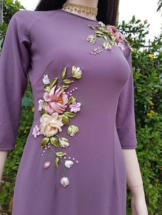 silk ribbon embroidery designs and techniques Ribbon Embroidery Tutorial, Hand Embroidery Dress, Embroidery On Kurtis, Kurti Embroidery Design, Hand Embroidery Patterns Flowers, Embroidery On Clothes, Embroidery Fashion, Silk Ribbon Embroidery, Hand Embroidery Designs