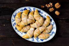 Ořechové rohlíčky: křehké nekynuté martinské rohlíčky s ořechy Sausage, Meals, Recipes, Food, Power Supply Meals, Meal, Sausages, Rezepte, Ripped Recipes