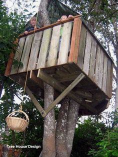 DIY Tree House Design  #treehouses #design #DIY #house #Tree #Tree art#art #design #diy #house #tree #treehouses Cubby Houses, Play Houses, Pallet Tree Houses, Outdoor Projects, Diy Projects, Backyard Projects, House Projects, Decoration Palette, Simple Tree House
