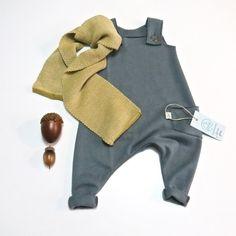 neuekollektionenherbst17 **Latzhose aus Sweat** was für eine süße Hose! Latzstrampler aus kuschelweichem, grauen bio Sweat. Diese Hose ist schon für die Allerkleinsten ein Hingucker, ein...