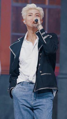 Exclusive photos from BTS' Comeback Show on MCountDown Foto Bts, Bts Photo, Mixtape, Rapper, Kim Namjoon, Rap Lines, Bts Rap Monster, Bulletproof Boy Scouts, Moon Child