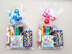 Treat with pencils and candies- Treat with pencils and candies - - Obst Birthday Party Goodie Bags, Kid Party Favors, Birthday Treats, Diy Birthday, Birthday Gifts, School Gifts, Student Gifts, Eid Crafts, Party Packs