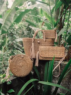 Our beautiful family of bags made of water hyacinth! All bags are hand made by indonesian artisans. Willow Weaving, Hand Weaving, Bali Shopping, Wicker Purse, Eco Friendly Bags, Net Bag, Water Hyacinth, Basket Bag, Bag Making