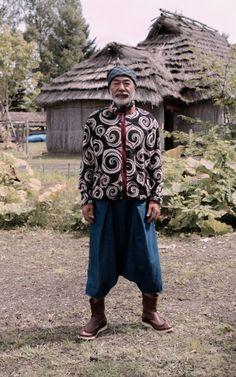 2018年9月   KOUNTRY REMAKE   KAPITAL Kimono Fashion, Boho Fashion, Fashion Design, Where To Buy Jeans, Ainu People, Costume Ethnique, Modern Kimono, African Textiles, Advanced Style