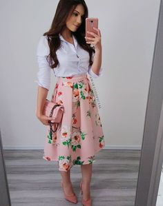 Love the skirt with maybe a simple black top and black shoes look evangelico, saias Floral Skirt Outfits, Skirt Outfits Modest, Midi Skirt Outfit, Modest Dresses, Dress Skirt, Midi Skirt Floral, Modest Wear, Mini Dresses, Classy Outfits