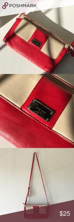 Nine West Coral Purse Cute Nine West purse! Great condition. Nine West Bags Shoulder Bags