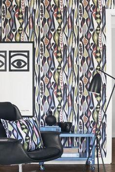 BorasTapeter Scandinavian Designer Wallpaper Bulbous By Stig Lindberg Retro Wallpaper, Trendy Wallpaper, Home Wallpaper, Colorful Wallpaper, Pattern Wallpaper, Stig Lindberg, Scandinavia Design, Pottery Designs, Motif Floral