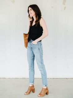 styling mom jeans. Black top+mon jeans+cognac backless peep-toed ankle boots+cognac tote bag. Summer Casual Outfit 2017