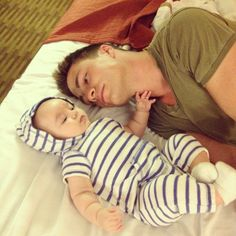 Colton Haynes and his baby nephew. Doesn't get mush cuter than that. Teen Wolf Mtv, Teen Wolf Cast, Colton Haynes, Cute Love, Cute Guys, The Flash Grant Gustin, Dad Baby, Dapper Gentleman, Beautiful Disaster