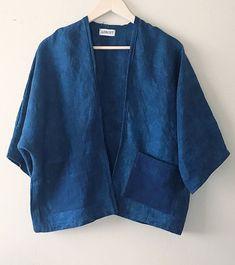 Linen Shibori cardigan Indigo dyed kimono Linen blazer linen kimono cardigan kimono with patch pockets hand dyed shibori linen cardigan Gilet Kimono, Kimono Cardigan, Kimono Jacket, Blouse, Kimono Fashion, Denim Fashion, Look Fashion, Fashion Outfits, Shibori
