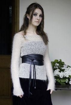 CALM Close fitting sweater with boat neckline / Heartfelt book