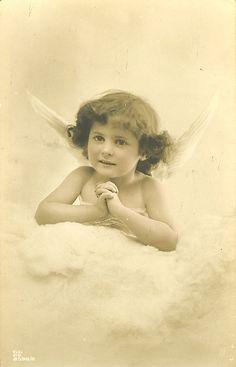 Victorian Children (148) Images Vintage, Vintage Pictures, Vintage Photographs, Cupid Images, Angel Images, Vintage Christmas Cards, Vintage Cards, Vintage Illustration, Victorian Angels