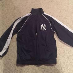 Yankees youth warm up jacket Yankees youth warm up jacket. Sz small (6/7). Zip up, great condition! Navy & white Genuine merchandise by team athletics Jackets & Coats