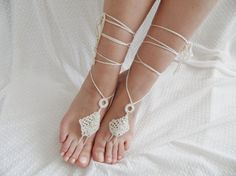 FREE SHIP triangle AnkletAnklet wedding by JasmneAccessores, $12.90 Beach Flip Flops, Beach Sandals, Anklet, Barefoot, Triangle, Bohemian, Ship, Bridal, Cream