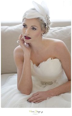 bridal winter shoot, fashion bride, ombre lips, feather headpiece, pronovias benicarlo, mac lashes, red lips,  makeup by www.feengleich-makeup.com  photo by Marie Bleyer