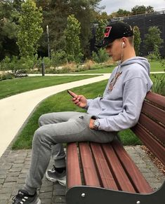 boys in grey sweatpants outfit * boys in grey sweatpants ` boys in grey sweatpants meme ` boys in grey sweatpants vsco ` boys in grey sweatpants quote ` boys in grey sweatpants outfit Flash Boys, Tight Jeans Men, Sweatpants Outfit, Francisco Lachowski, Teen Boys, Attractive Men, Hot Boys, Cute Guys, Sport Outfits