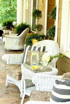 How can you decorate a summer porch? These tips will help you to achieve cool and functional summer porch décor. Southern Living, Southern Porches, Southern Charm, Southern Style, Outdoor Rooms, Outdoor Living, Outdoor Furniture Sets, Outdoor Decor, White Wicker Patio Furniture