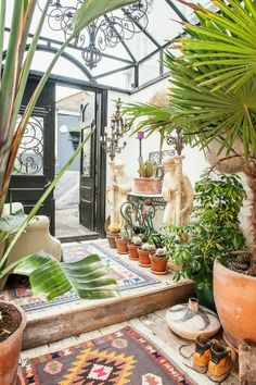 Greenhouse-style sunroom This design is ideal for folks who like growing all kinds of plants that need a lot of sunlight. A garden needs to be planned dependent on the sort of plant you want to pla… Orangerie Extension, Outdoor Rooms, Outdoor Living, Indoor Outdoor, Glass House, Conservatory, Interior And Exterior, Decor Styles, Beautiful Homes