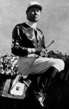Irineo Leguisamo considerado como el mejor jinete rioplatense. Su ultima carrera fue en 1979 en el hipodromo de Palermo a la edad de 70 años, que tal eee¡¡¡
