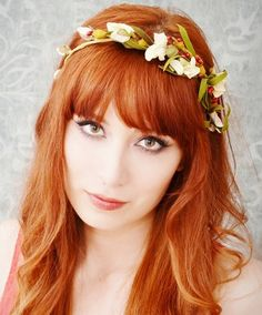 Love this floral headpiece. Perfect for boho woodland wedding - http://www.boomerinas.com/2014/10/17/woodland-wedding-dresses-ideas-for-wedding-2-or-3-or-4-or-whatever/