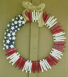 4th July clothespin wreath - picture only, no directions from woohome.com.  Tutorial for similar wreath at: http://catscraftroom.blogspot.com/2012/07/give-me-liberty-or-give-me-death.html
