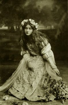 via Maude Fealy est une actrice américaine. Maude Fealy was an American stage and silent film actress whos. Vintage Abbildungen, Vintage Girls, Vintage Vogue, Vintage Beauty, Vintage Glamour, Vintage Fashion, Vintage Gypsy, Vintage Style, Antique Photos