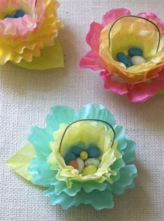 Easter or Spring~~Coffee filter flower baskets. How precious are these?--Maybe May Day baskets? Coffee Filter Crafts, Coffee Filter Flowers, Coffee Filters, Spring Crafts, Holiday Crafts, Holiday Fun, May Day Baskets, Easter Baskets, Flower Baskets