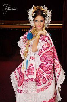 Susana Mora- Reina Nacional de la Pollera Panameña