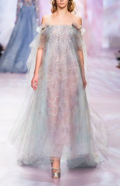 Georges Chakra Fashion Show Spring-Summer 2017 Haute couture Georges Chakra, Style Couture, Couture Fashion, Runway Fashion, Fashion Show, Evening Dresses, Prom Dresses, Wedding Dresses, Afternoon Dresses