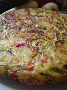 Je me souviens de la première fois que j'ai réalisé une tortilla, c'était en Espagne, quoi de mieux me direz vous pour réaliser un plat typique espagnol. C'était une soirée étudiante. 18h, préparation des tapas dans une ambiance chaleureuse. Et, la ma... Healthy Breakfast Menu, Tapas, Omelette, Entrees, Main Dishes, Bacon, Pork, Food And Drink, Appetizers