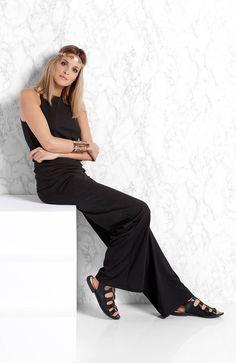 Czarna bluzka bez rękawów http://www.halens.pl/moda-damska-na-gore-bluzki-caa-kolekcja-17978/bluzka-majken-557319?variantId=557319-0001&imageid=380784 + pasujące do bluzki spodnie od Amy's Stories http://www.halens.pl/moda-damska-na-do-spodnie-5760/spodnie-majken-556085?variantId=556085-0001&imageid=380843