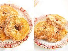 recept appelbeignets Beignets, Bagel, Doughnut, Baking Recipes, Food And Drink, Sweets, Bread, Cookies, Desserts