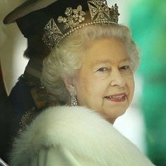 #Good_morning #RoyalFans  Stay warm ❄ #Her_Majesty #The_Queen_of_England