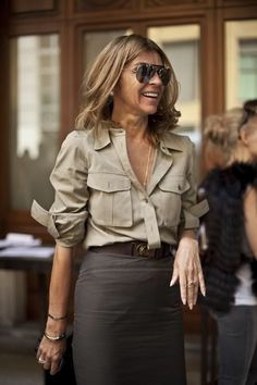 Carine Roitfeld Style - She was the ex director of Vogue Paris from 2001 to She wore a military shirt with a brown pencil skirt. Fashion Mode, Moda Fashion, Trendy Fashion, Trendy Style, Dress Fashion, Older Women Fashion, Ladies Fashion, Fashion Trends, Rock Style