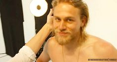 What I would give to be that lamp right now. | 45 Reasons Charlie Hunnam Is A God Among Men