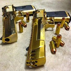 Gold desert eagles! Photo: @illmanneredgunrunner707 #gold #deserteagles #handgun…