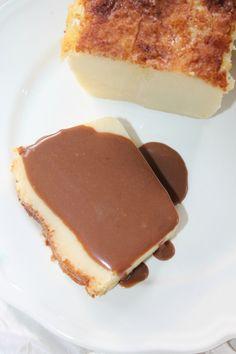 Le cuajada est un délicieux gâteau espagnol à base de yaourt qui ressemble un peu à une sorte de flan cuit. Il existe nombreuses variantes : au citron, à la vanille à l'orange, au chocolat, ou encore au rhum ou aux fruits confits ou secs (avec des pruneaux...