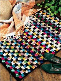 Bold and Beautiful Rug...free crochet pattern!  - use two strands of yarn across each row, then border this colorful pattern with black. Rug is worked in one piece with worsted weight yarn using a size N/15 crochet hook. Finished in a flash!!♥♥