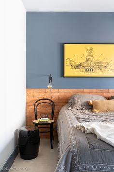 Cadeira e banco de jardim como mesas de canto no quarto. #Suvinil #LifebyLufe #OlhareseDetalhes #quarto #cama #azul Home Crafts, Diy Home Decor, Home Room Design, Luxury Decor, House Rooms, New Room, Room Colors, Decoration, Home Furnishings