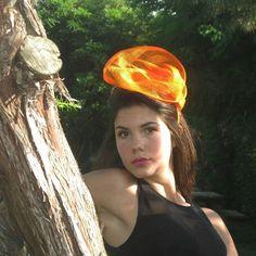 Fascinator arancione vivace! #livorno #hatsummer #hat #matrimonio #tuscany #modaestate #estate #mare #vacanza #livor #madeinitaly #artigianato #artigian #ragazza #style #concorso #miss #fashion #womenfashion