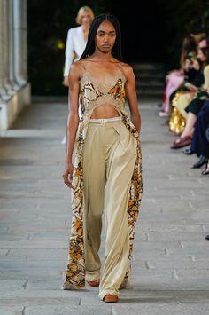 Everyday Dresses, Alberta Ferretti, Fashion Show Collection, Spring Summer Fashion, Vogue Russia, Ready To Wear, Italian Fashion, Dress Me Up, Fashion Design