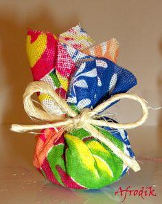 Lindos sachets de chita perfumadores de gavetas. Pode ser usado como lembrancinhas para festas, eventos e cerimônias.  Lindíssimos e super charmosos, eles irão te encantar! R$ 2,00