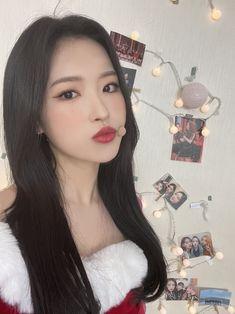 Kpop Girl Groups, Korean Girl Groups, Kpop Girls, Sooyoung, Christmas Icons, Merry Christmas, Cool Girl, My Girl, Pump It Up