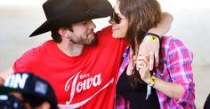 Diese beiden sind wirklich zu beneiden: Wie groß die Liebe zwischen Ashton Kutcher und Mila Kunis wirklich ist, verrät jetzt Jon Cryer,.