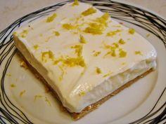 Lemon dessert with digestives and Greek yogurt Greek Sweets, Greek Desserts, Summer Desserts, Easy Desserts, Delicious Desserts, Lemon Recipes, Sweets Recipes, Greek Recipes, Baking Recipes
